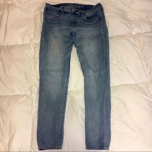 American Eagle super super stretch light wash jean